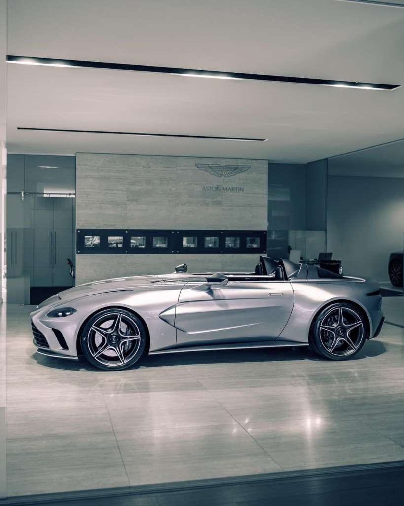 Aston Martin V12 Speedster by Casper Bijmans